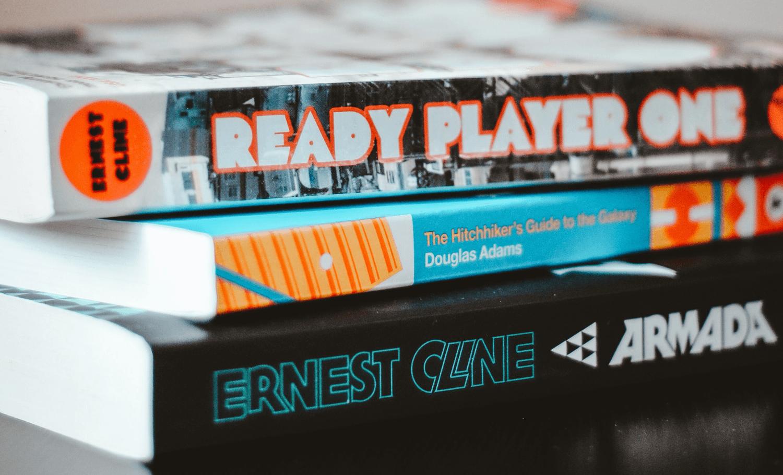Popkultur Bücher: Ready Player One, Per Anhalter durch die Galaxis und Armada