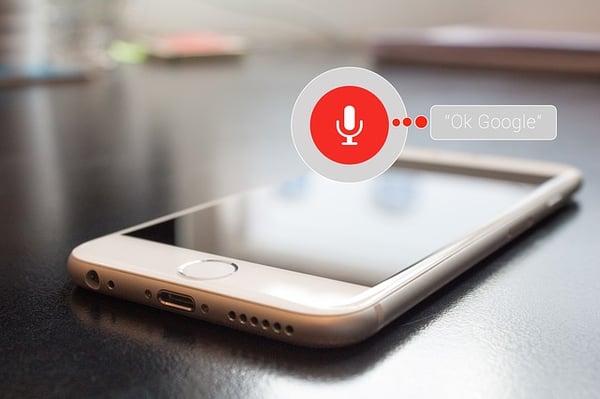 Überblick über Google Assistant und Alexa Skills